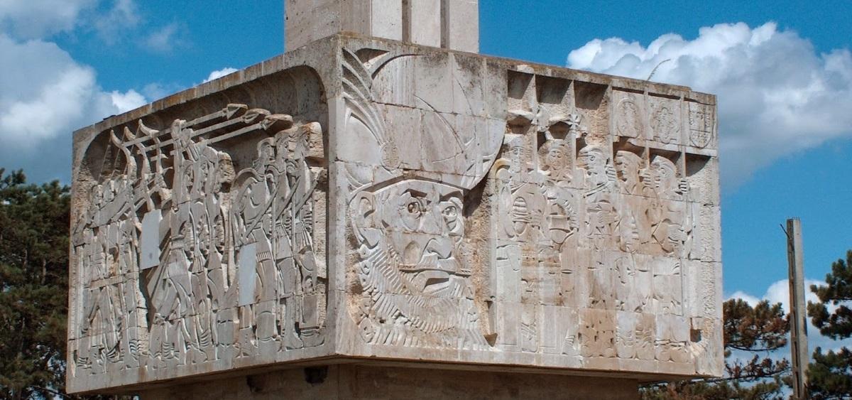 monumentul-mihai-viteazul-guruslau